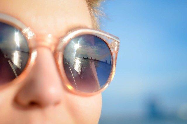 sunglasses-1209619_640